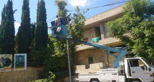 المباشرة بتركيب 13 لمبة شارع عبر الطاقة الشمسية