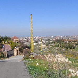 تركيب اعمدة كهرباء من قبل كهرباء لبنان
